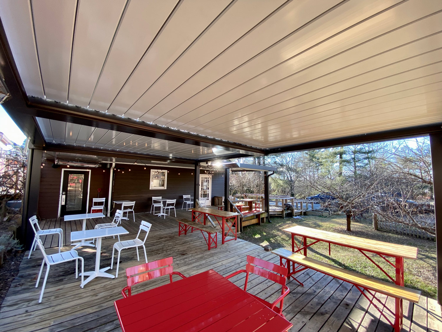 Cafe-Louvered-Roof
